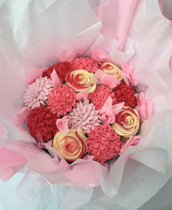 New_large_size_cupcake_bouquet_ideal_for_Mothers_Day!_Orders_taken_but_limited_availability._13_cupc