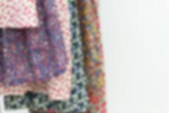 robe fille textile fleur résilientes emmaus upcycling design cintres insertion création récupération slowdesign social