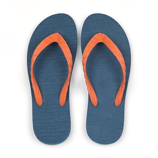 げんべいのビーチサンダル26cmでカラフルな人気色はソールが紺色、鼻緒がオレンジ色です。