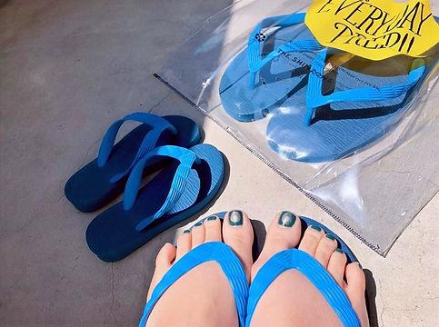 げんべいのビーチサンダルは子供から大人まで履けるサイズを用意しております。