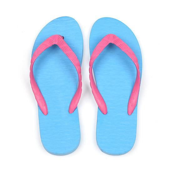 げんべいのビーチサンダル21cmでカラフルな人気色はソールが水色、鼻緒がピンク色です。