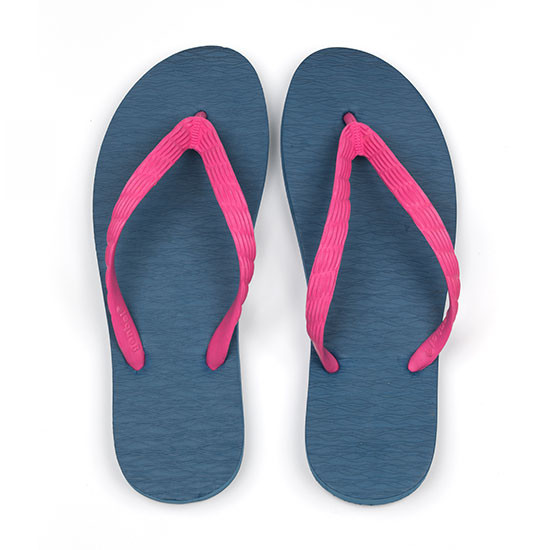 げんべいのビーチサンダル25cmでカラフルな人気の色はソールが紺色、鼻緒がピンク色です。