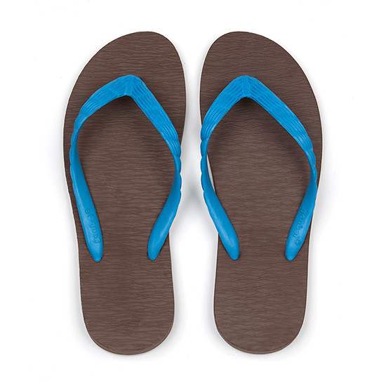 げんべいのビーチサンダル24cmでカラフルな人気の色はソールが茶色、鼻緒が水色です。