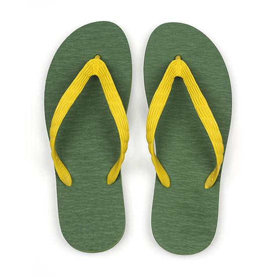 げんべいのビーチサンダル28cmでカラフルな人気の色はソールが抹茶色、鼻緒が黄色です。