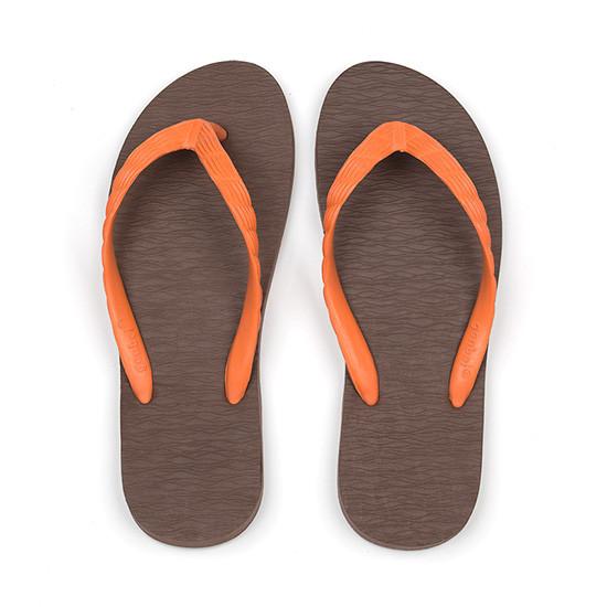 げんべいのビーチサンダル25cmでカラフルな人気の色はソールが茶色、鼻緒がオレンジ色です。