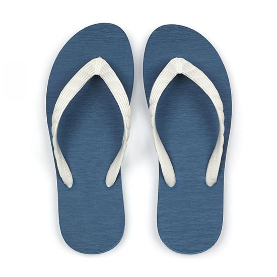 げんべいのビーチサンダル23cmで1番人気の色はソールが紺色、鼻緒が白色です。