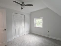 Bedroom w/ Walk-in Closet