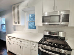 Gas Cooktop + Feather-close Cabinets