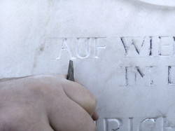 160420-171758-Inschrift-erneuern-Grabsteininschrift