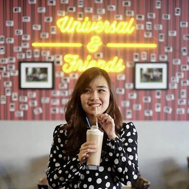 Milkshake Universal Restaurant