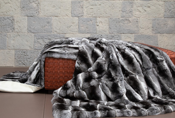 Chinchilla-Fur-Blanket-on-Belvoir-Woven-
