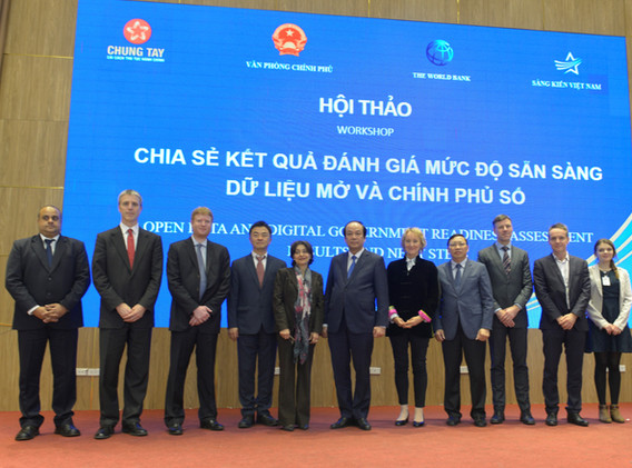 Group Pic with head of OOG Vietnam - Dig