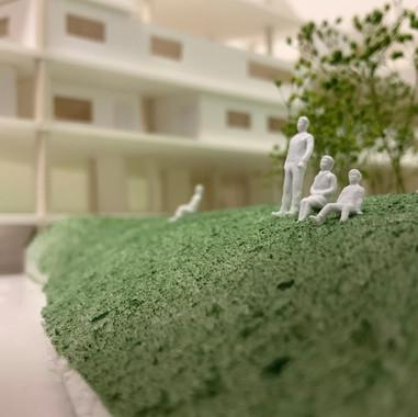 福富町という様々な要素が入り混じる敷地に建つ集合住宅を設計した。現代の暮らしにおいての「ネガティブ」とされているものが「ポジティブ」に捉えることができた時、人々の暮らしはより豊かに楽しいものになる。  Designed by Naoto Oda すまいデザインスタジオ