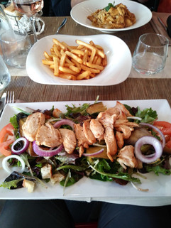 Salad & Frites. Lunch Time!