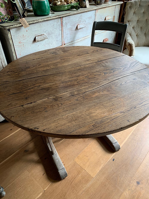 Round Vineyard table