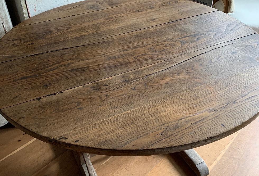 Round Vineyard table