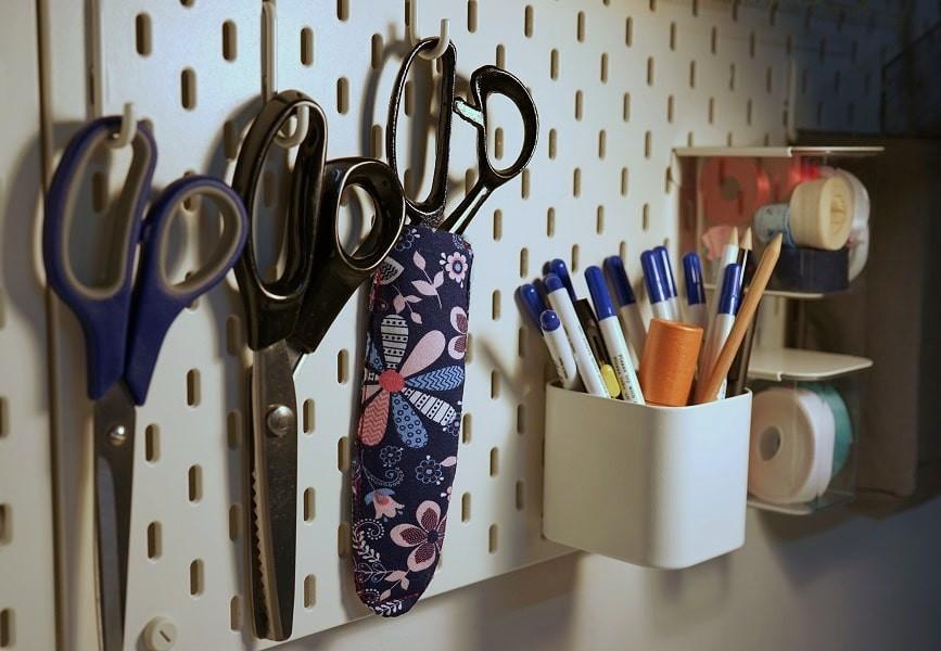 Scissors hanging on SKÅDIS pegboard.