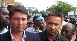 Yves Colleu et Alexandre Ribeiro, au Cameroun