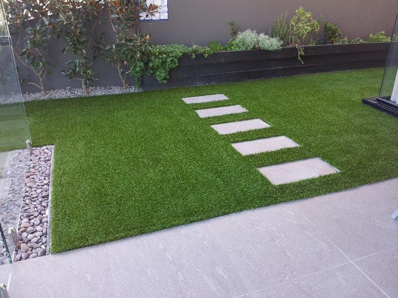 Tips And Guide On How To Lay Fake Grass On Paving Slabs