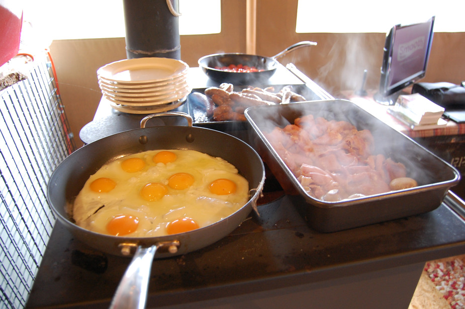 Breakfast for 8