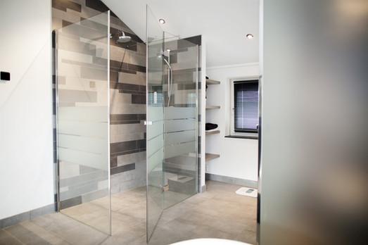 Shower door 4.jpg