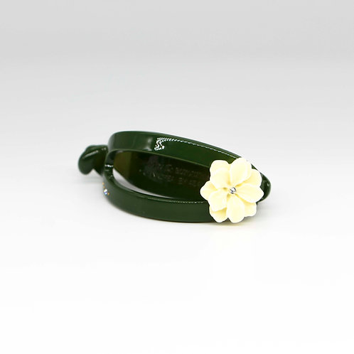 Carly Hair Clip with Magnolia