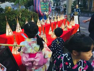 菊川名物夜店市で水墨画灯篭展示