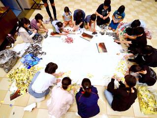 ジュニアアート教室2021「みんなでHOKUSAI」~新聞で巨大ちぎり絵を作ろう~」を開催しました