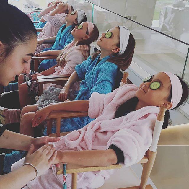 Girls enjoying there #handandarmmassage