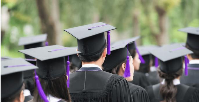 Etudiants-diplômés-école