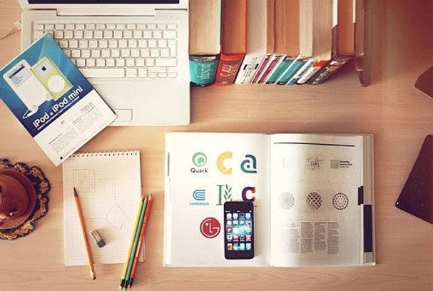 livres-ordinateur-étudier-études-profil