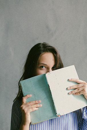 étudiante-livre-joie-reprendre-études