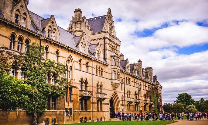 université-Oxford-étudiants-cantines