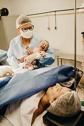 sage-femme-bébé-accouchement-naissance