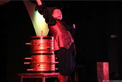 magicien sur scène grande illusion ladruze