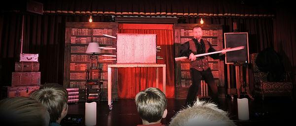 spectacle de magie pour centre culturel, magicien en grandes illusions, magicien nigloland, magicien île de france, bourgogne, tv, cabaret, gala