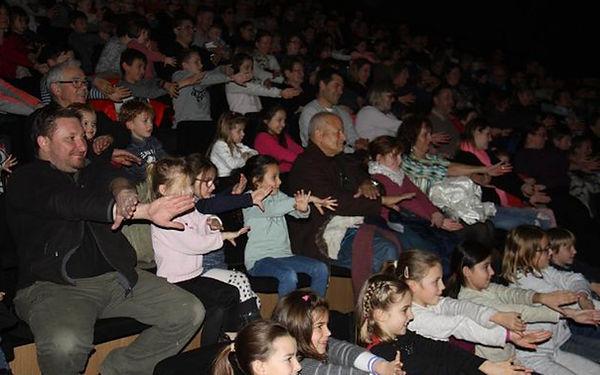 spectacle de magie avec participation enfants et adulte, avec le magicien sébastien ladruze