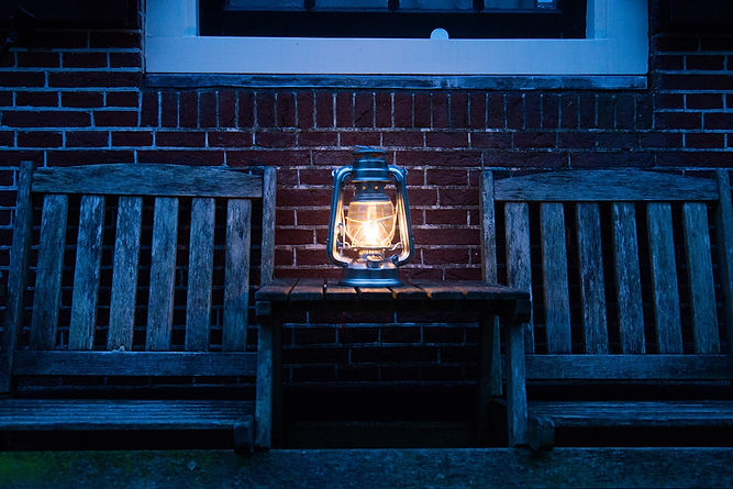 lantern-3510390_1920.jpg