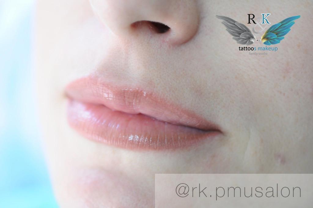 """Перманентный макияж губ в технике """"Натюрель""""."""