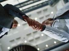 一流のビジネスマンは握手の仕方も一流!?