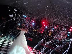 bruidspaar_confetti_band_beeld_licht_geluid