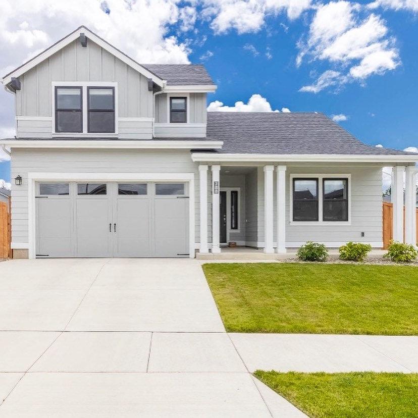 Real Estate Photos - Home over 1,600 SF
