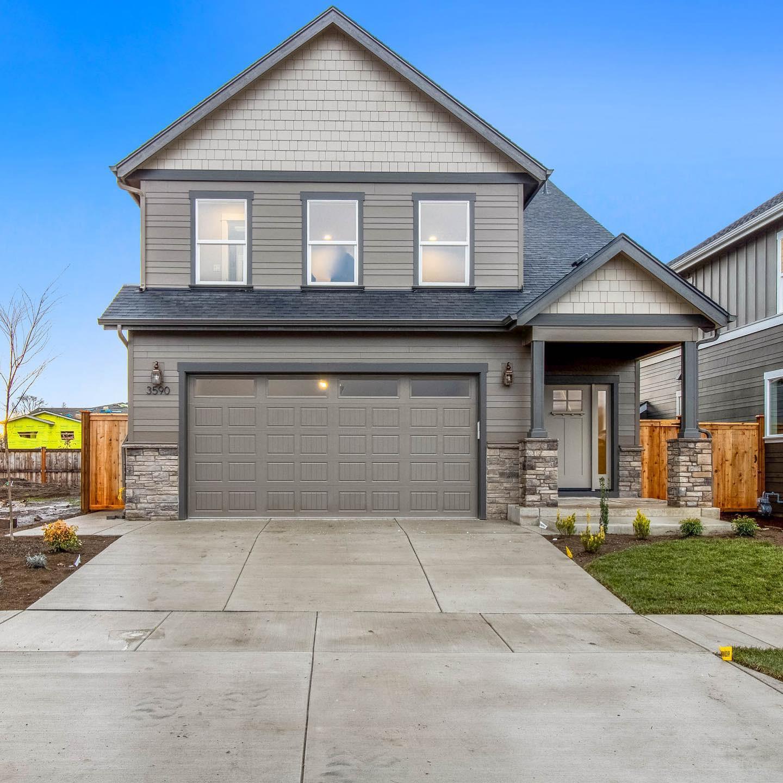 Real Estate Photos - Home over 2,200 SF