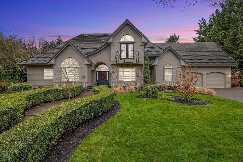 Real Estate Photos - Home over 3,200 SF