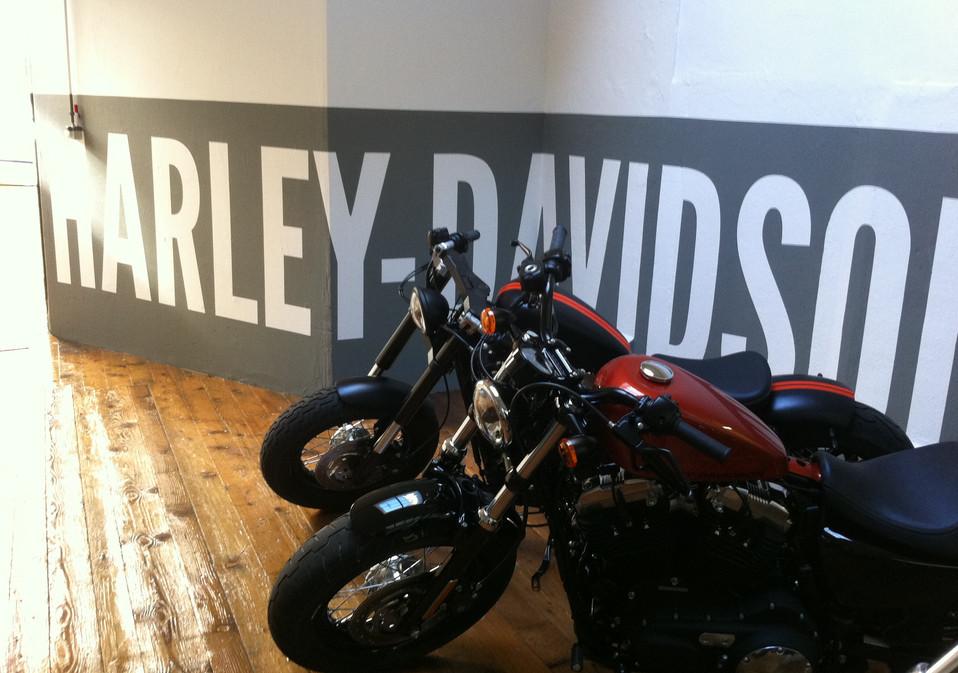 Harley Davidson Wandbeschriftung schabloniert