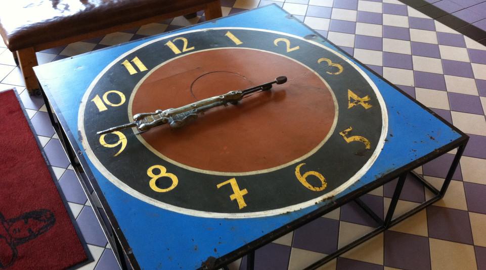 Traditionelle Tischuhr