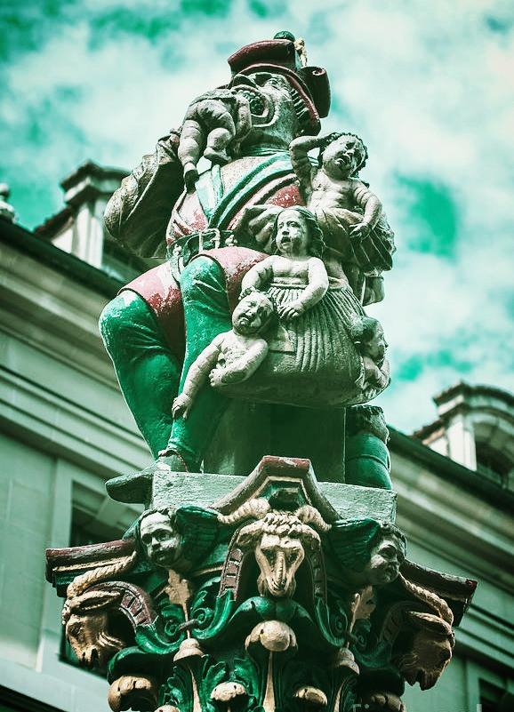 kindlifresser child eater statue