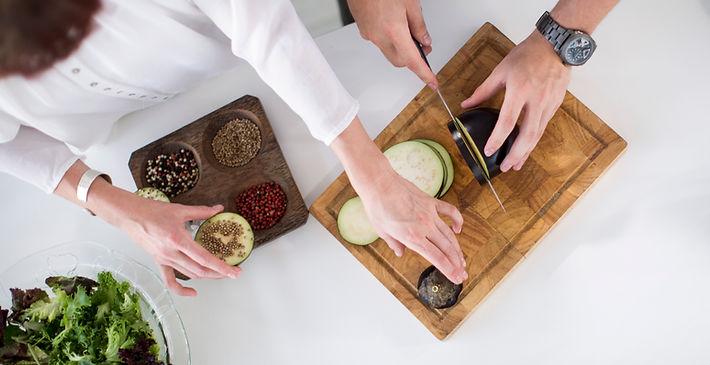 cuting board zuchini spices