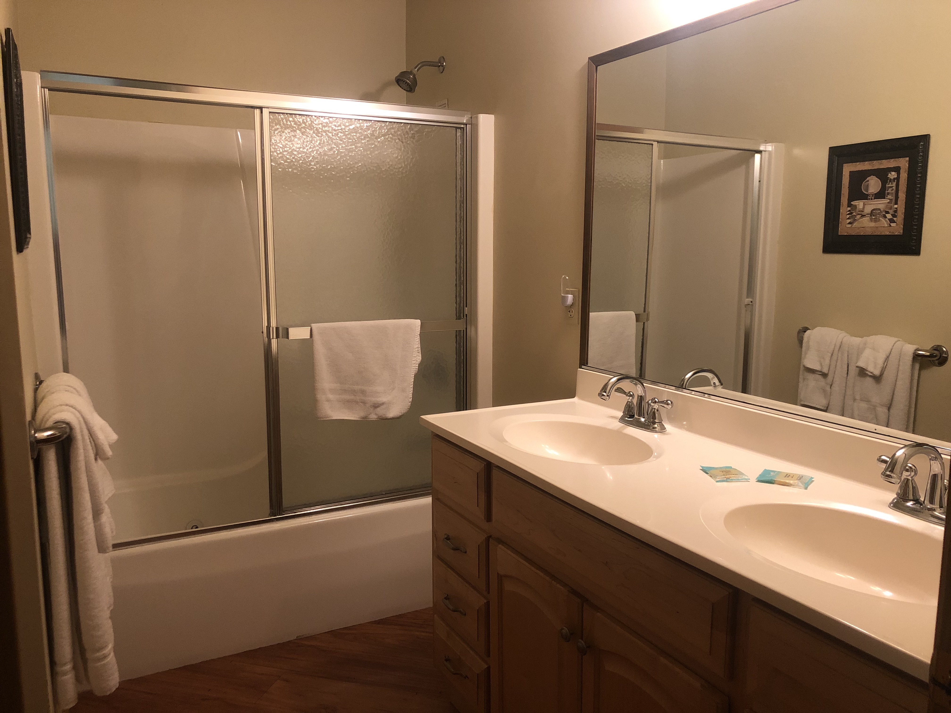 2 Bed / 1 Bath Bathroom