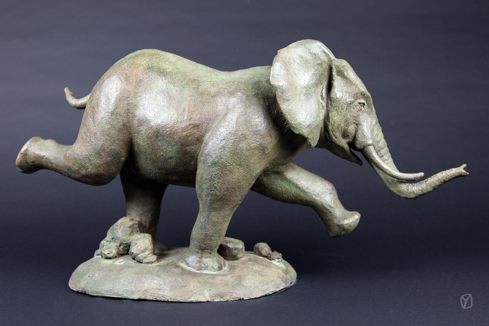 l'éléphant gambadant